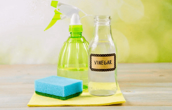Sử dụng giấm ăn loại bỏ mùi nhựa rất hiệu quả