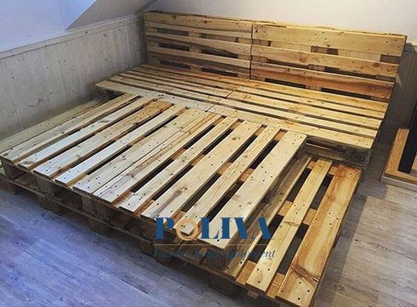 Những miếng gỗ khi ghép lại với nhau thành giường gỗ chắc chắn