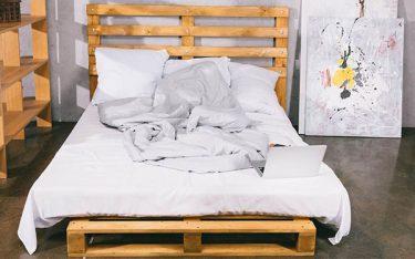 Cách làm giường gỗ pallet đơn giản mà chẳng cần chuyên môn