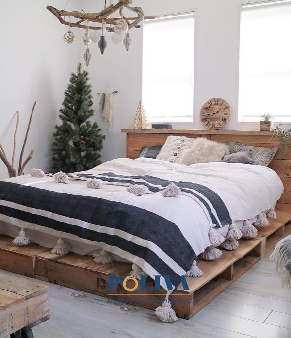 Giường gỗ pallet khiến cho không gian trở nên gần gũi hơn