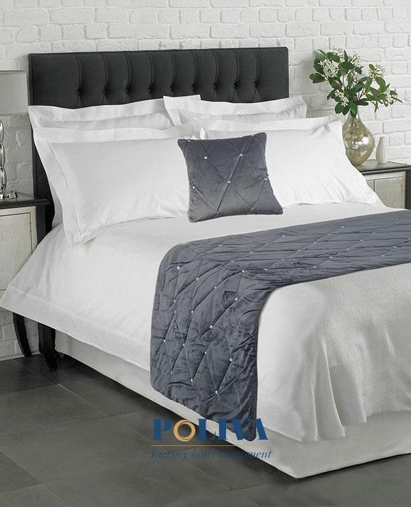 Các tấm vải trải ngang giường có thể may từ chất liệu nhung...