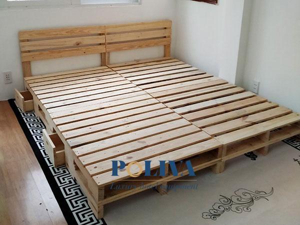 Từng khung pallet kết hợp với nhau thành chiếc giường chắc chắn, độc đáo