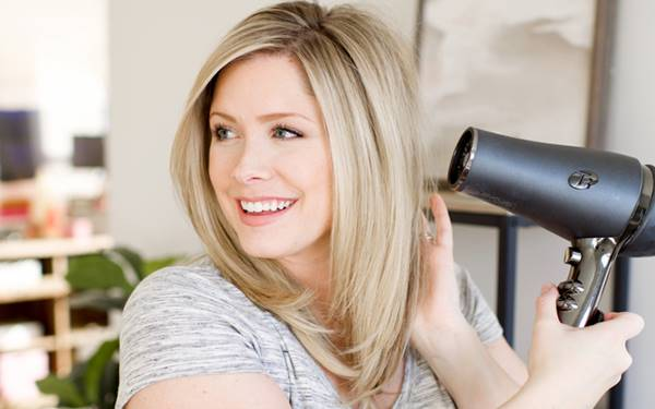 Có nên sấy tóc sau khi gội không? 4 cách dùng máy sấy không hại tóc