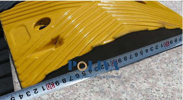 Cận cảnh đo kích thước gờ giảm tốc Poliva