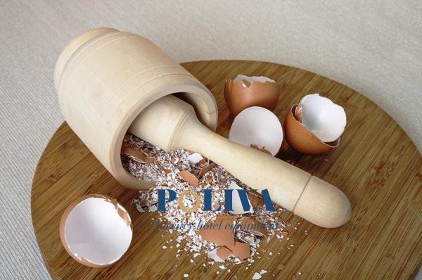 Dùng vỏ trứng gà làm sạch lớp cặn