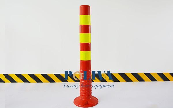 Cọc tiêu giao thông phản quang thường được sử dụng cố định trên các tuyến đường đặc biệt là các khu vực thiếu sáng