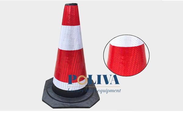 Thiết kế hình chóp nón với màu sắc có tính phản quang mạnh được sử dụng trong đêm tối