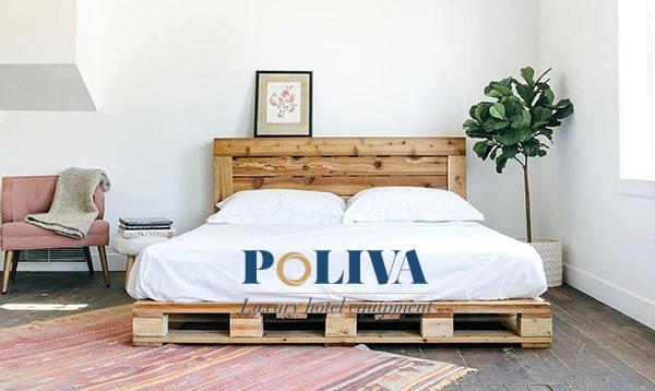 Giường pallet đơn giản kết hợp cùng chăn ga trắng thuần