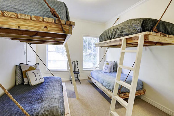 Giường treo pallet tiết kiệm diện tích và độc đáo