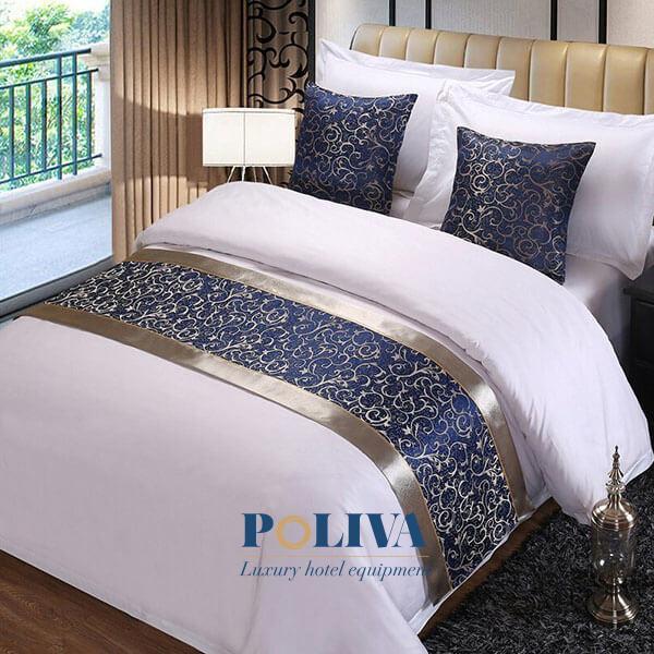 Giường ngủ sẽ nổi bật hơn khi có tấm trang trí