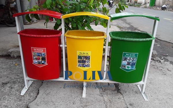 Thùng rác nhiều ngăn có loại nắp lật, loại mái che