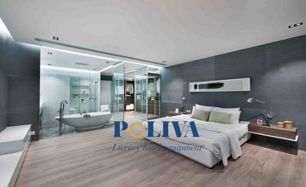 Nhiều khách sạn hiện nay chuộng phong cách thiết kế vách kính trong ngăn cách phòng tắm với phòng ngủ