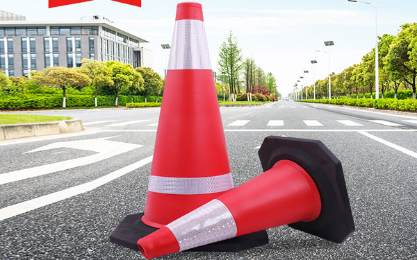 Quy trình sản xuất cọc tiêu giao thông khá đơn giản với công nghệ hiện đại