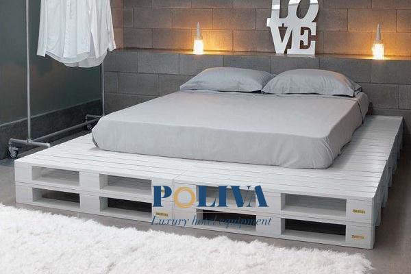 Giường pallet nhựa hầu hết được sơn màu (trắng hoặc đen) để đảm bảo tính thẩm mỹ cao