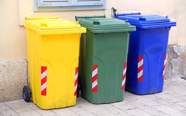 thùng rác nhựa hdpe và nhựa composite