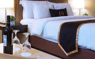 Khi nào khách sạn cần thay mới tấm trang trí giường ngay và luôn?