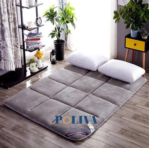 Nệm cuộn trải sàn có giá thành rẻ hơn rất nhiều với giường truyền thống