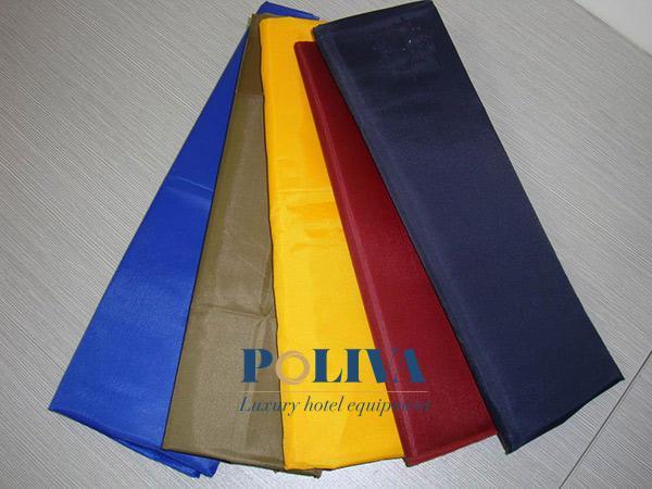 Chất liệu Hiflex bắt màu tốt, giá thành rẻ nhưng lại không có tính thẩm mỹ cao và độ bền ở mức trung bình