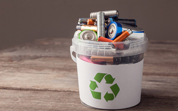 15 vật dụng không bỏ vào thùng rác – Nhất định phải nhớ