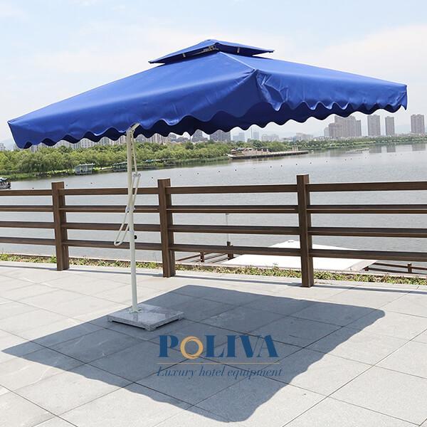 Dù lệch tâm vuông là loại ô dù ngoài trời có thiết kế lệch tâm, mái che hình vuông