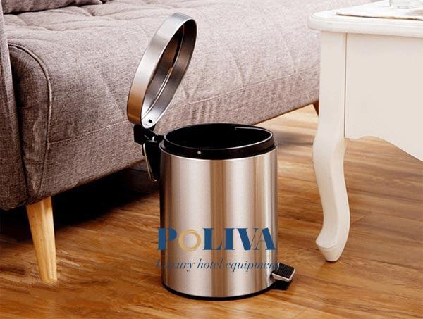 Thùng rác thông thường cũng được làm từ Inox cao cấp và có tính thẩm mỹ cao