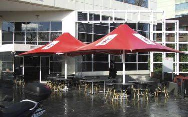 Giá ô dù quán cafe ngoài trời dùng để che mưa nắng