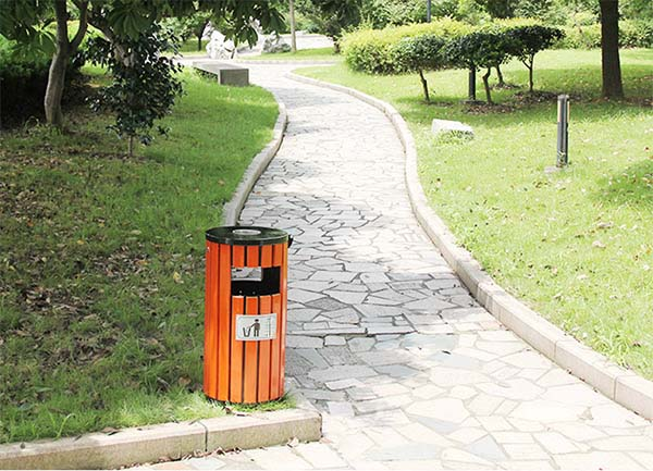 Thùng rác công cộng sử dụng trong công viên
