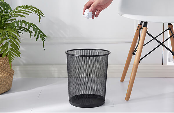 Thùng rác văn phòng không nắp thường đựng rác khô, giấy vụn
