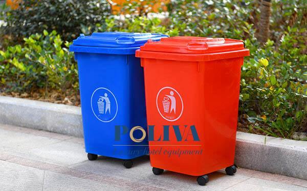 thùng rác có bánh xe