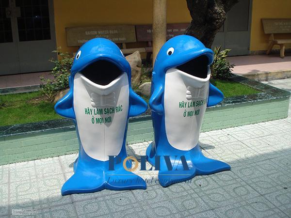 Thùng rác cá heo thường trang bị ở các trường mầm non, tiểu học
