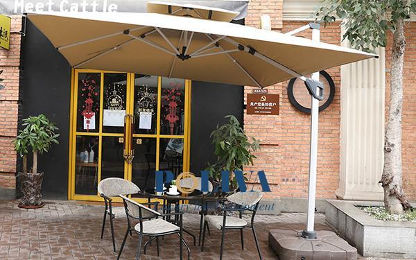 Top các loại ô dù ngoài trời cho quán cafe đẹp, tiện dụng nhất