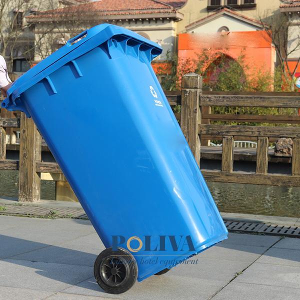 Thùng rác nhựa có bánh xe dễ dàng thu gom rác thải hơn
