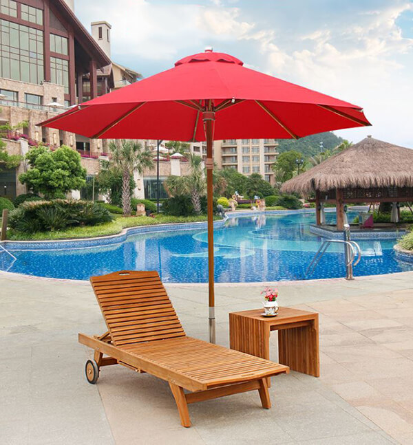Ghế hồ bơi bằng gỗ có bánh xe