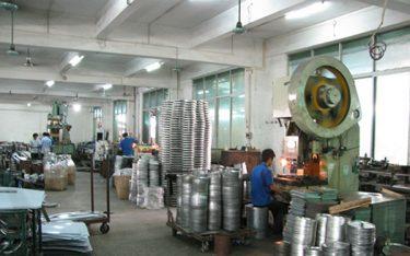 Quy trình sản xuất thùng rác inox tại Poliva
